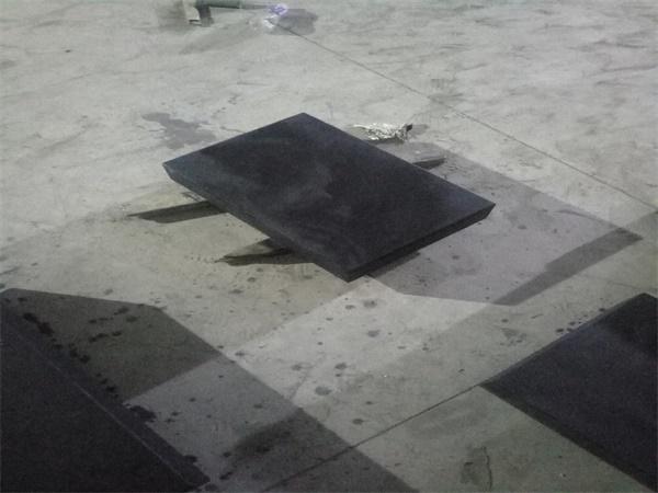 恒温中的大理石平板平台