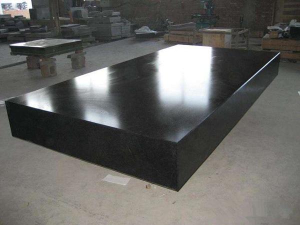 研磨车间中常规的大理石平板